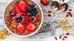 Čokoladna smoothie skleda s sadjem