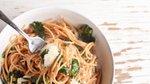 Špageti z oljem, česnom in kodrolistnim ohrovtom