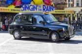 črni londonski taksi