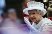 Kraljica Elizabbeta II. v kočiji