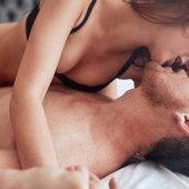 Par v postelji - 3
