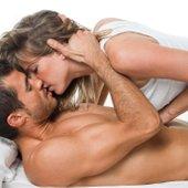 Zaljubljen par v postelji - 3