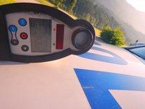 Pijan vozil brez vozniškega dovoljenja, ki ga je izgubil, ko je pijan skozi naselje vozil s hitrostjo 85 km/h