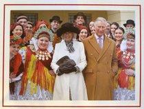 Princ Charles in Camilla na novoletni voščilnici pozirata s hrvaškimi plesalci v narodnih nošah