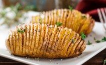 Rebrasti krompir z zeliščnim oljem
