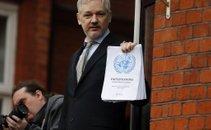 Julian Assange razglasil zmago - 1