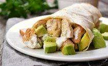 Tortilja z avokadom, smetano in piščancem