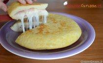 Krompirjeva omleta s šunko in sirom