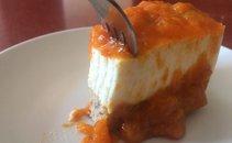 Jogurtova torta z marelicami