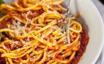 Špageti z omako