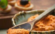 Namaz iz pečenih paprik in orehov