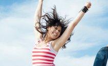 Ženska skače od veselja