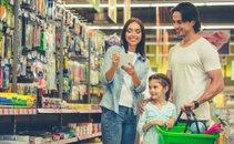 Družina v trgovini