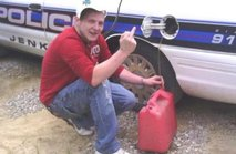 Policistom ukradel bencin - 2