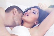 Moški in ženska v postelji - 4