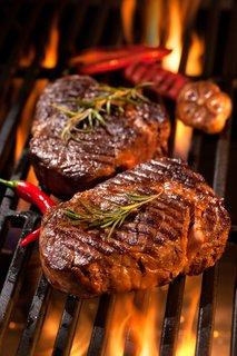 Peka steaka na žaru