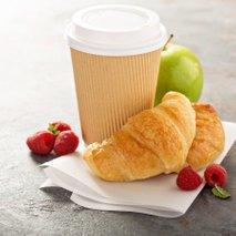 Kava, rogljiček in sadje