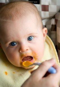Dojenček in zelenjavna kašica