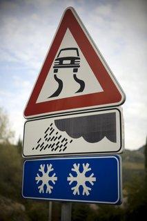 Poledica na cesti