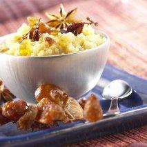 Kvinoja z datlji in rozinami