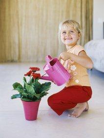 Deklica z rožo