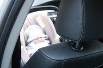 Otrok v avtu