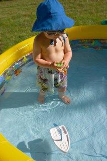 Malček v bazenu