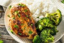 Pečene piščančje prsi, riž in brokoli