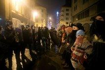 Protestniki pred glavno policijsko postajo - 4