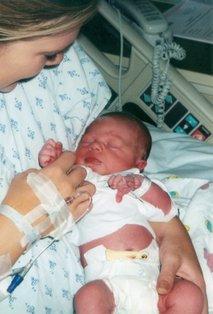 Mamica z novorojencem