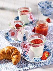 Strjenka z džemom in jagod in grenivk