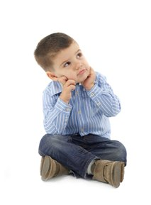Deček razmišlja
