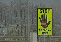 Opozorilni znak na avtocesti