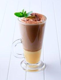 Kava z jajčnim likerjem
