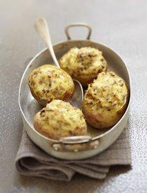 Nadevan pečen krompir z gobami