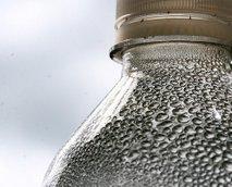 plastenka z vodo