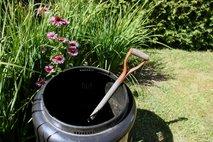 kompostnik na vrtu