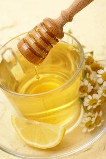 Zeliščni čaj z medom in limono