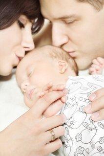 Starša in novorojenček