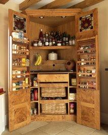 Lesena kuhinjska kredenca