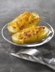 Pečen krompir s sirom in slanino