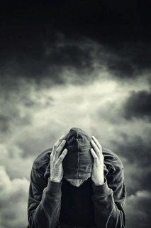 Žalosten moški