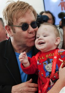Elton John v sirotišnici-5