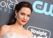 Angelina Jolie - 4