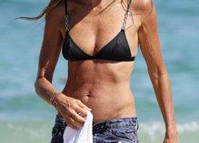 Elle Macpherson na plaži