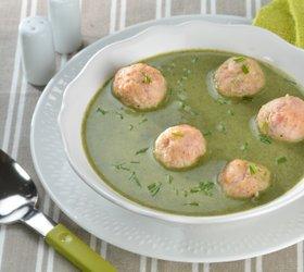 Špinačna juha s šunkinimi cmočki