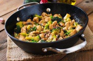 Pražen piščanec z brokolijem in gobami