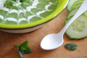Hladna kumarična juha z meto