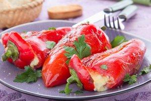 S sirom polnjene pečene paprike