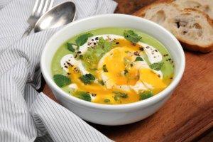 Grahova kremna juh s poširanim jajcem